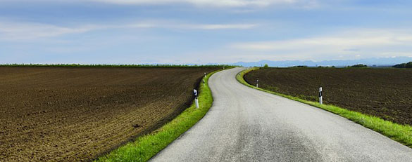"""""""first steps"""" unterwegs - Bild einer Landstraße"""